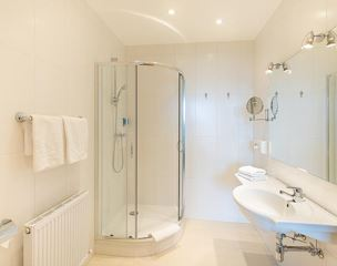 Junior suite, shower, toilet, terrace