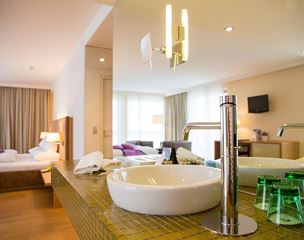 Suite, bathtub, balcony